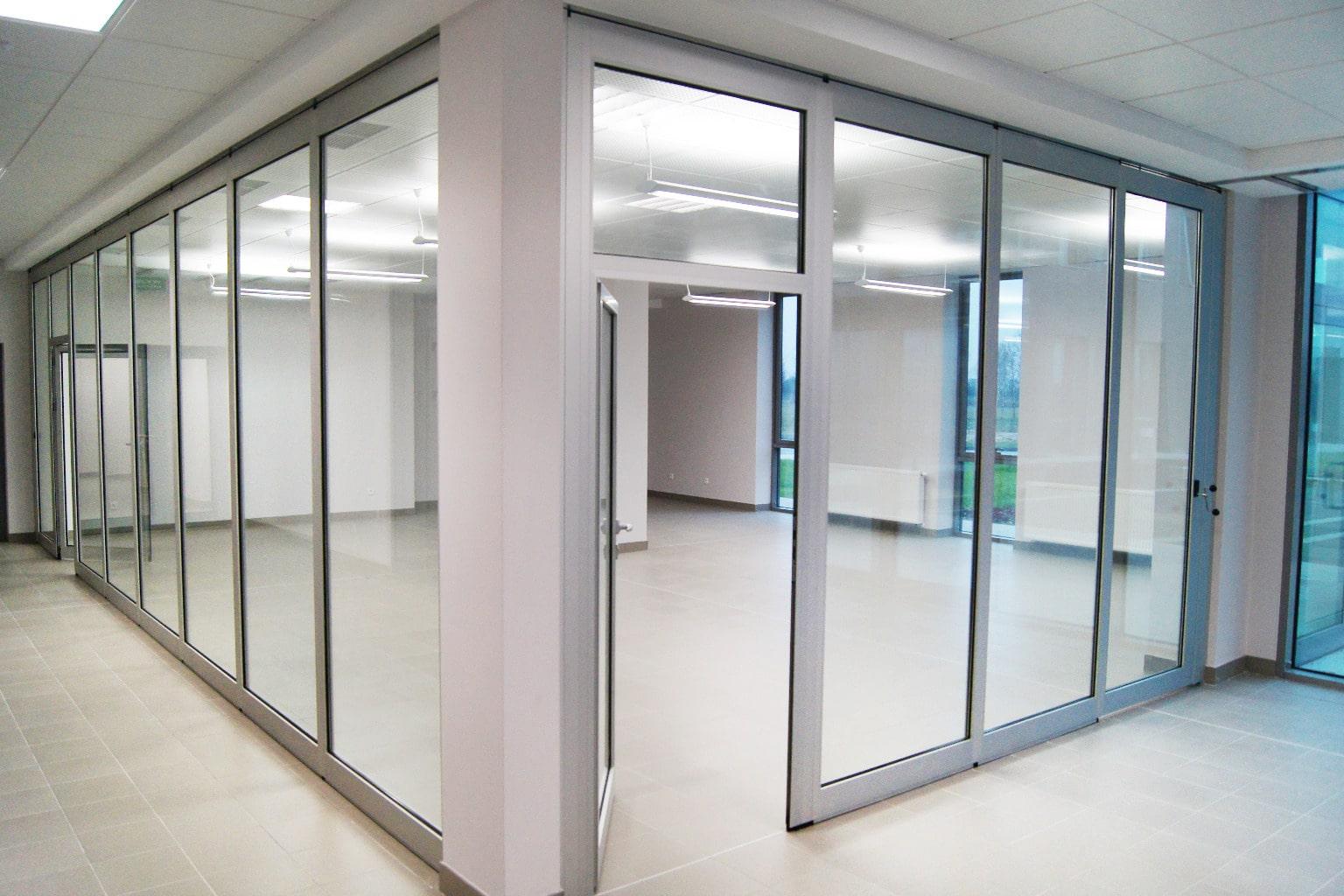 Ścianki szklane dźwiękoszczelne składane
