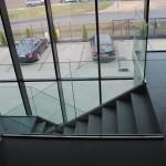 Balustrada szklana - mocowanie liniowe