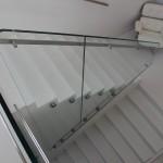 Balustrada szklana - okucia zaprojektowane przez BAUMAX